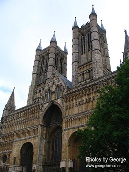 lincoln cathedral entrance